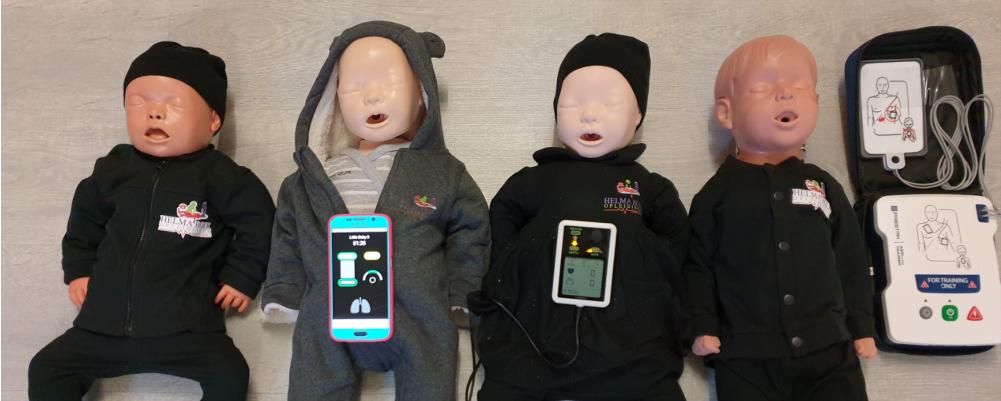 diverse Babys en reanimatie poppen die digitaal aangeven hoe goed je het hebt gedaan